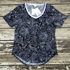 NWT LuLaRoe Iris Paisley Skulls Spooky T-Shirt 👻